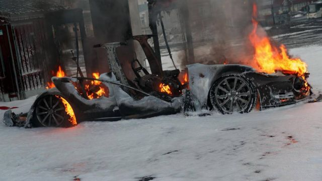 2016 when to charge a Tesla Model s on fire